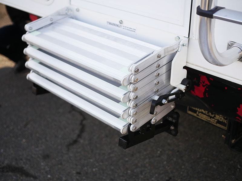 MOUNTS TO THE TRUCK CAMPER BUMPER